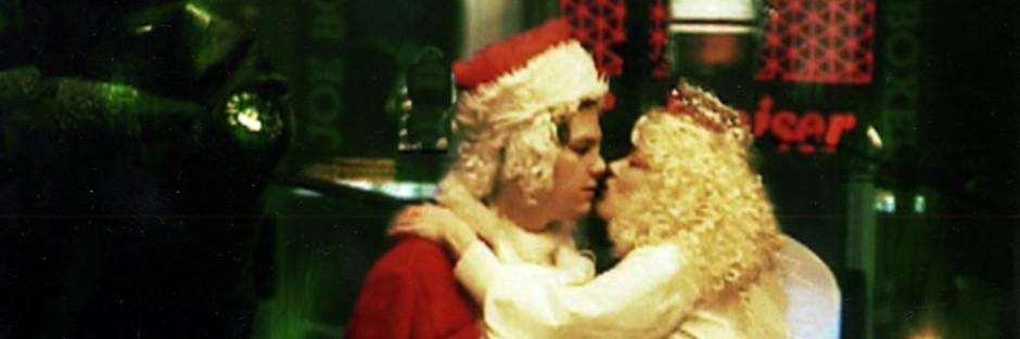 Santa Smokes (2002)